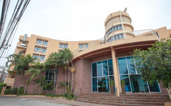 the-hotel--v3037122