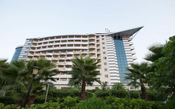 the-hotel--v4043541